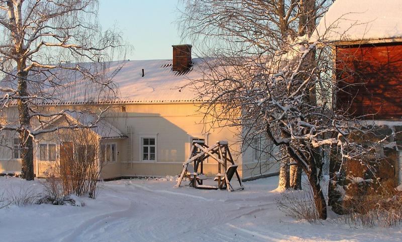 Kiesilän talo tammikuun 2006 auringossa.