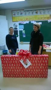 Iso joulupaketti koululaisille :)