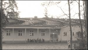 Koulu vanhoissa väreissä