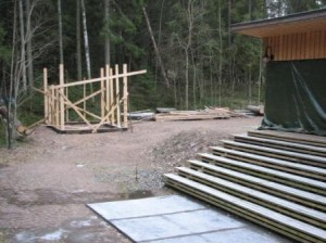Varaston rakentaminen aloitettiin vuoden 2007 lopussa. Sitä ennen oli haettu muutosta hankesuunnitelmaan
