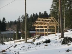 Helmikuussa 2008. Lunta odotetaan, ja kattoa majalle...