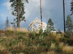 Syksyllä 2007 mäen päälle ilmestyi rakennuksen runko