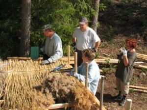 Katon rakentaminen alkoi Tarmo Ahosen vetämässä koulutustilaisuudessa 5.8.2006. Päivä oli helteinen joka oli kuluvalle kesälle ominaista