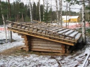 Lokakuun lopussa 2006 voitiin julistaa katon olevan valmis. Muutaman päivän kuluttua alkoi satamaan lunta. Ja sitä tuli paljon.....