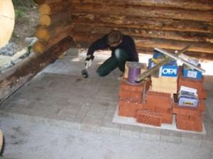 Kivilaattoja oli juuri ja juuri rittävä määrä. Valtaosa lahjoituserästä oli käytetty koulun pihalla jonne vanhempainyhdistyksen hankkeena rakennettiin pyörätelinepaikka